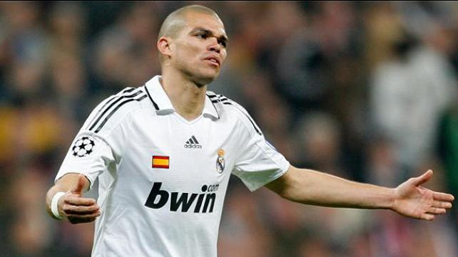 20120508122805-messi-pepe-real-madrid.jpg